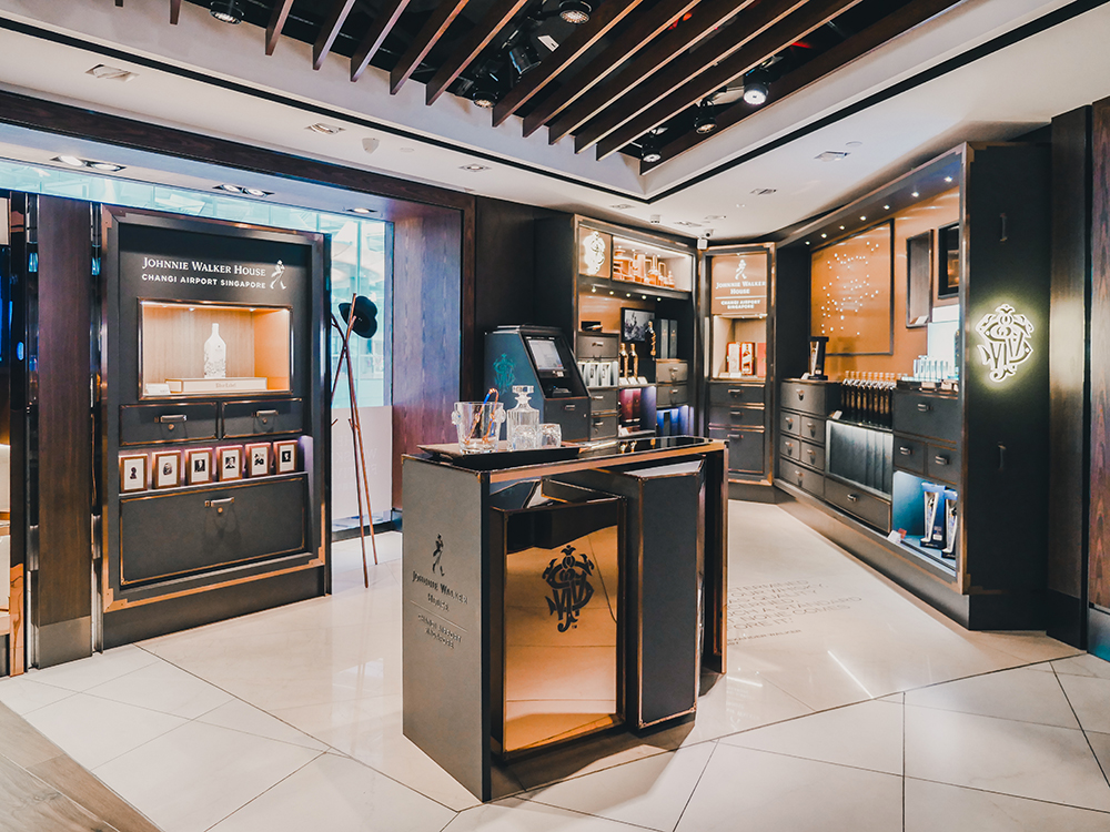 What: Wines and Spirits Duplex store<br>Where: Terminal 3 Departure Transit Hall (Central)